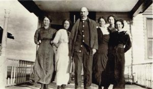 Alla, Frances, Dad Gaff, Essie, Eva, Myra at new house / Photo courtesy Gaff Collection